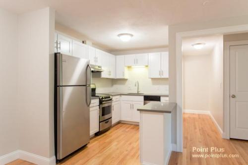 Stunning 1 Bed Belmont Renovated Parking Incl. ... Photo 1