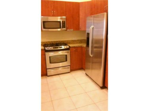 2/2 condo gated community with wood floors and ... Photo 1