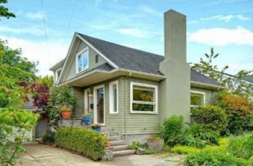 2207 30th Ave S Photo 1