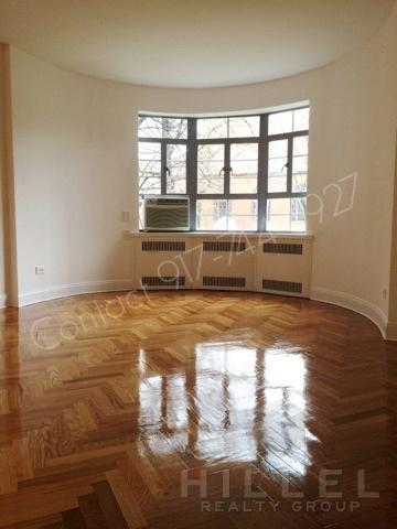 Rare 1 Bed in Tudor Castle in Forest Hills Gard... 20W Photo 1