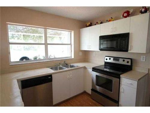 Large 3/2,5 lake front home with upgraded kitch... Photo 1