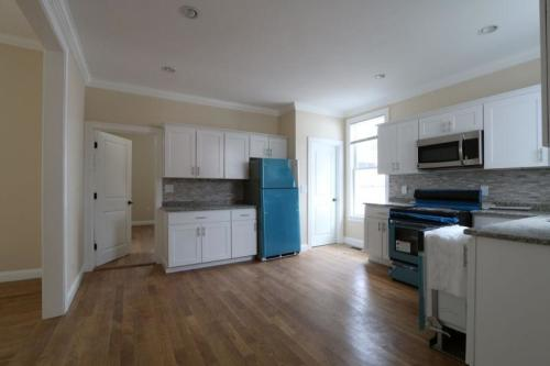 Newly Renovated JP/Roxbury Line Apartment Photo 1
