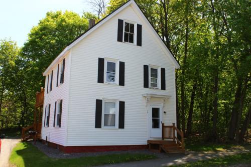 10 Cottage St 3 Photo 1