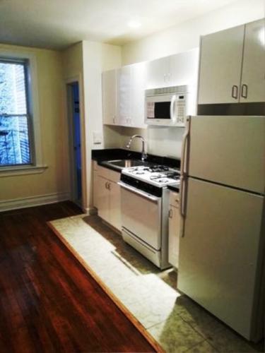 Spacious Studio W/ Updated Kitchen Appliances..... Photo 1