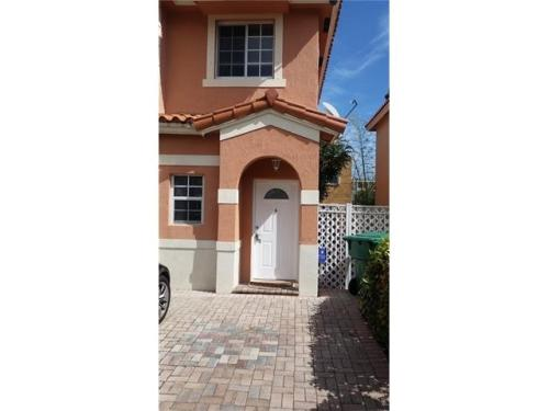 Price Reduction 4/3 central dadeland areas town... Photo 1