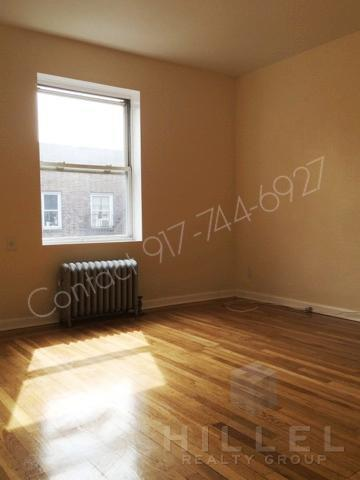 Great 1 Bed in Jackson Heights: Landmark Buildi... Photo 1