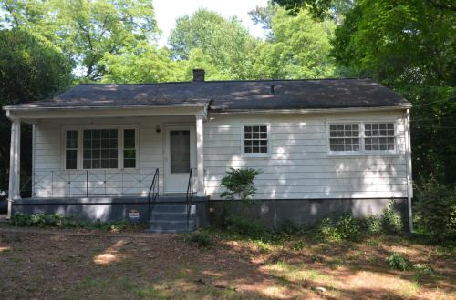 Cute 3 Bedroom 1 Bath Home Just Renovated Photo 1