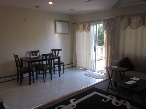 Bright Two Bedroom Apartment 2 Photo 1