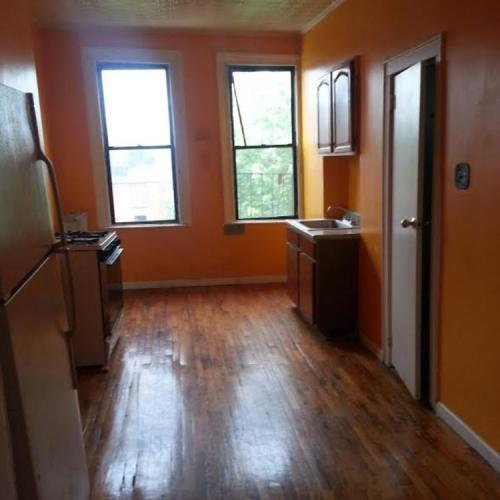 Walk In Closets, Full Kitchen Photo 1