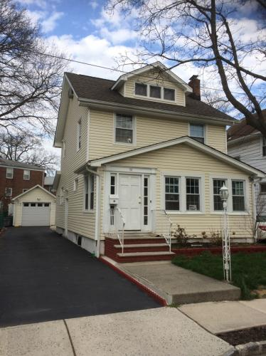Lovely 4 bedroom colonial Photo 1