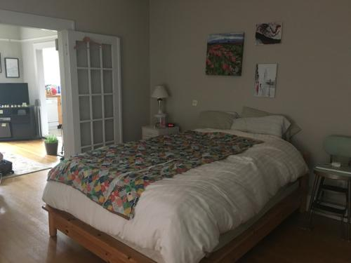 Lovely 1-month Sublet on Quiet Green Street, Id... 8 Photo 1