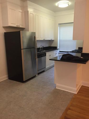 Extremely Spacious renovated 3 Bedroom apartmen... Photo 1