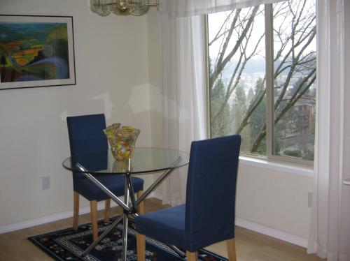 Light filled home with mountain and city view f... Photo 1