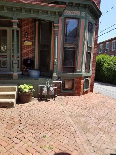 111 S Walnut Street #1ST FLOOR Photo 1