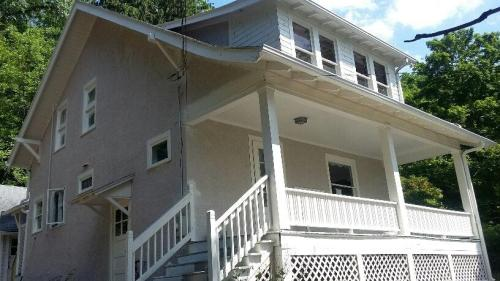 609 E Shore Drive Photo 1