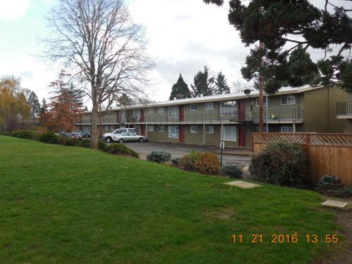 2435 SW Ecole Ave Photo 1