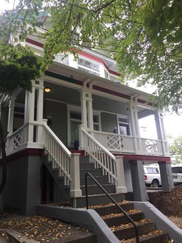 1614 NW Kearney Street Photo 1