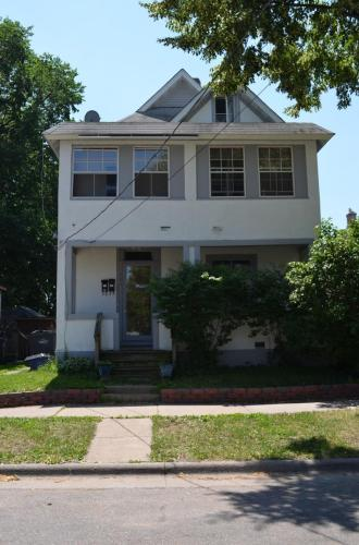 304 12th Avenue NE #UPPER Photo 1