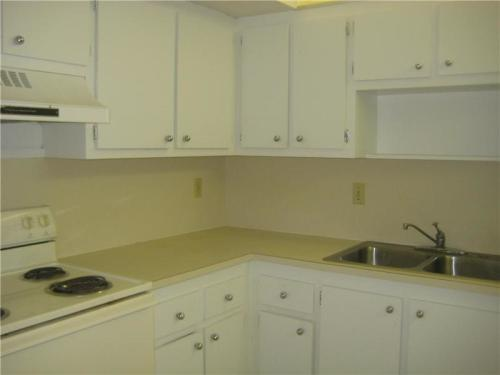 Beautiful 2/2 Located In A Quiet Area!! Photo 1