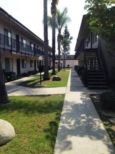 5530 Ackerfield Avenue Photo 1