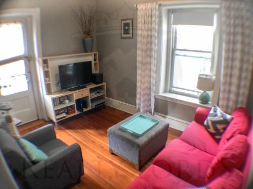 ## Beautiful 1 Bed 1 Bath Apartment in Brooklin... 10 Photo 1