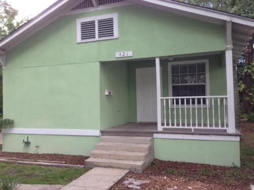 421 Garfield Avenue Photo 1