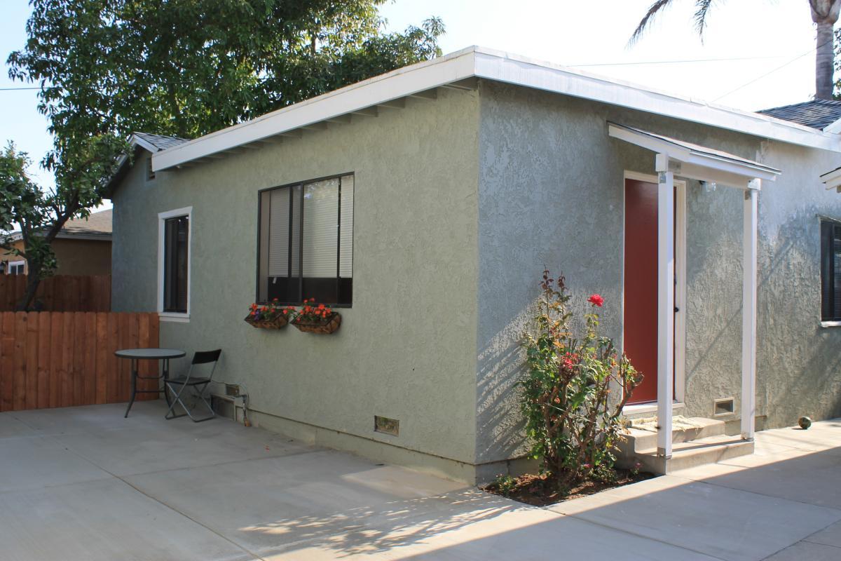 Peachy 3320 Adriatic Avenue Long Beach Ca 90810 Hotpads Download Free Architecture Designs Jebrpmadebymaigaardcom