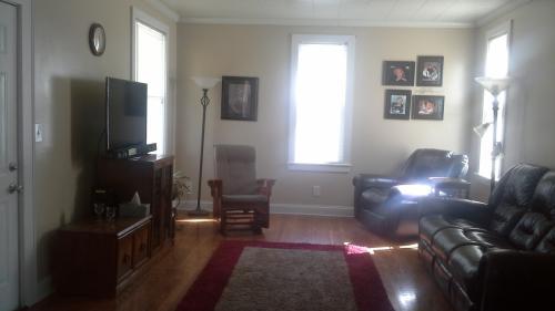 619 Oakwood Avenue Photo 1