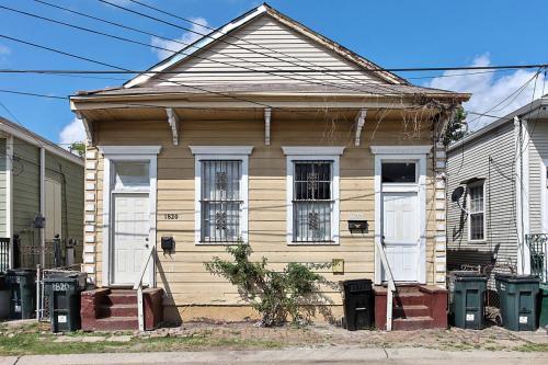 1820 Harmony Street Photo 1