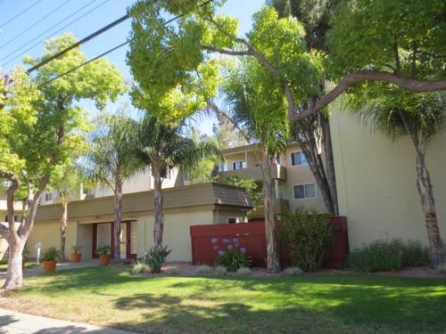 3875 Park Boulevard Photo 1