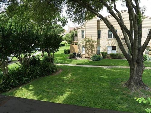 10555 Turtlewood Court Photo 1