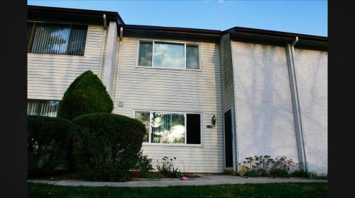 2122 Rhododendron Court Photo 1