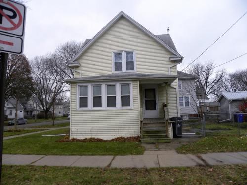 503 17th Street NE Photo 1