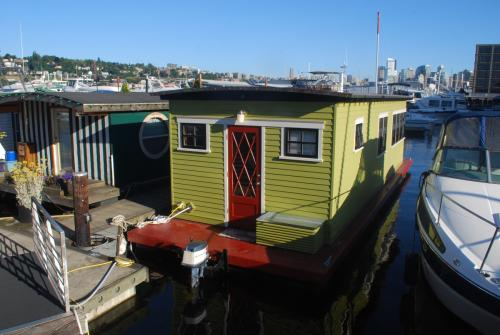 1900 Westlake Avenue N #HOUSEBOAT Photo 1