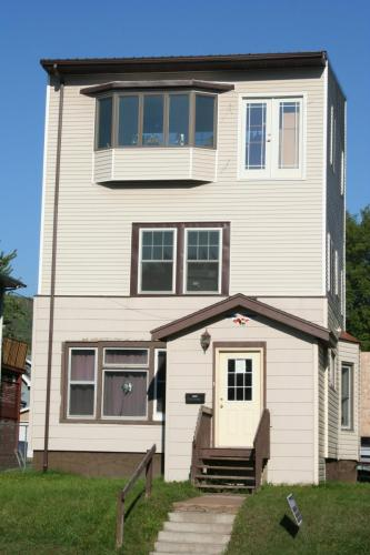 Apartment Unit 1 At 3815 Grand Avenue Duluth MN 55807 HotPads