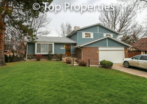 10839 W 65th Place Photo 1