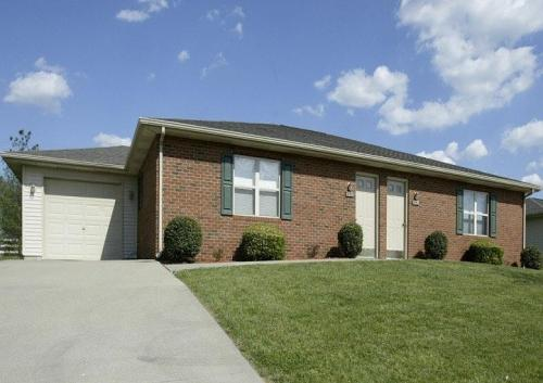 10806 Country Club Road Photo 1