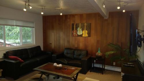 524 E 15th Terrace #1 Photo 1