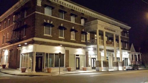 101 S Victory Street Photo 1