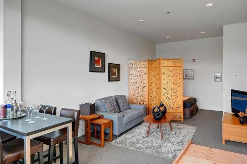 6206 Seaview Avenue NW #OFFICE SPACE Photo 1