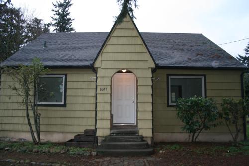 8645 SE Clatsop Street Photo 1
