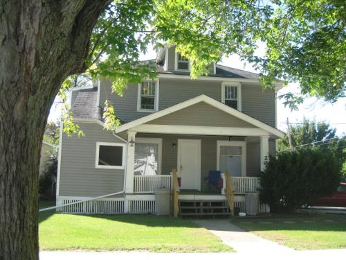 203 W Maple Street Photo 1