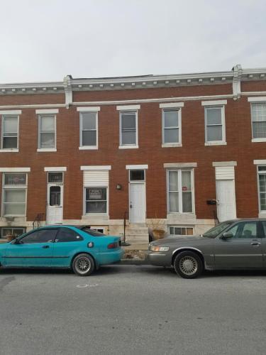 820 N Lakewood Avenue Photo 1
