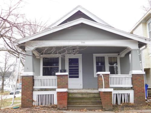 1841 Grande Avenue SE Photo 1