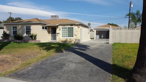 5256 N Fairvalley Avenue Photo 1