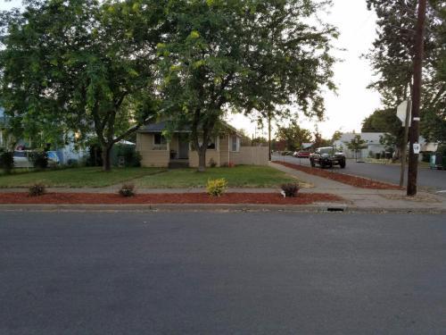 702 Pleasant Ave Photo 1