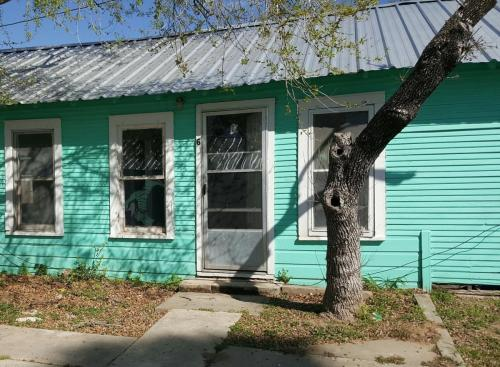 235 NW 2nd Street Photo 1
