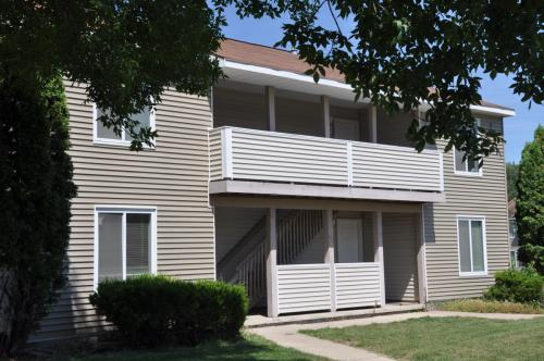 Apartment Unit THE QUADS At 127 Bunting Lane Mankato MN 56001 HotPads