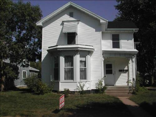 1247 Graham Avenue Photo 1