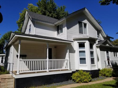 1263 Graham Avenue Photo 1